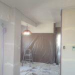 内装を仕上げる前の養生 漆喰とペンキで仕上げていきます